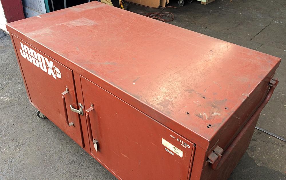 ... 671990 Jobox Jobsite Steel Storage Box, 671990