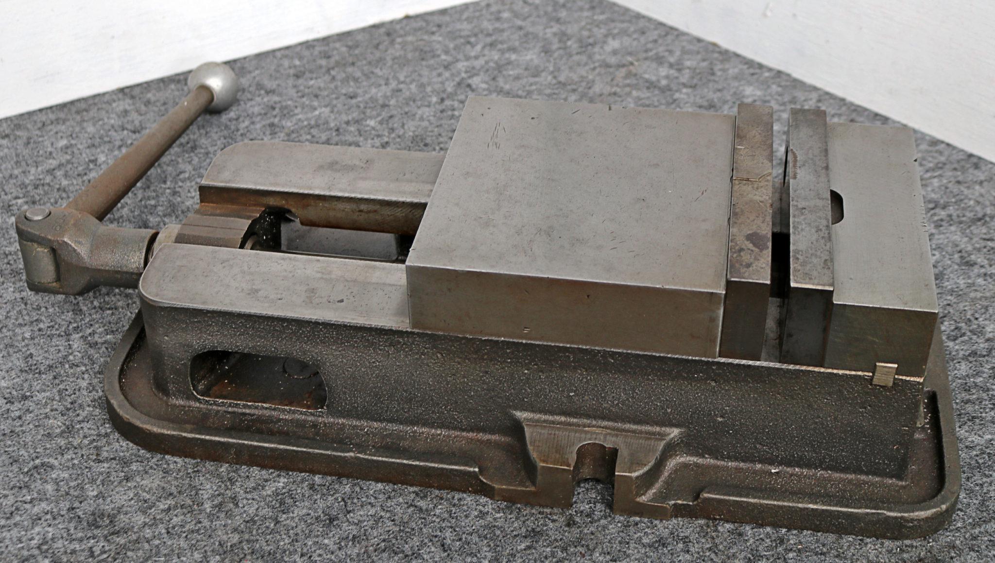 Kurt 6″ Anglock Milling Vise, D60